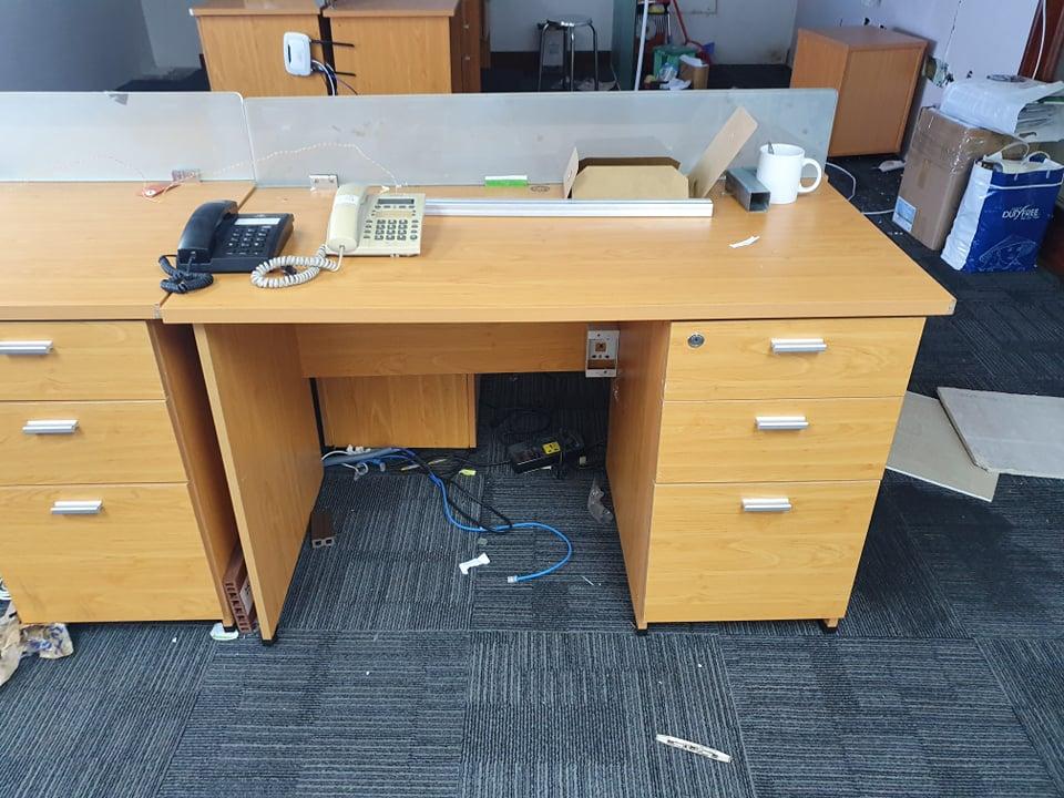 Thanh lý bàn văn phòng